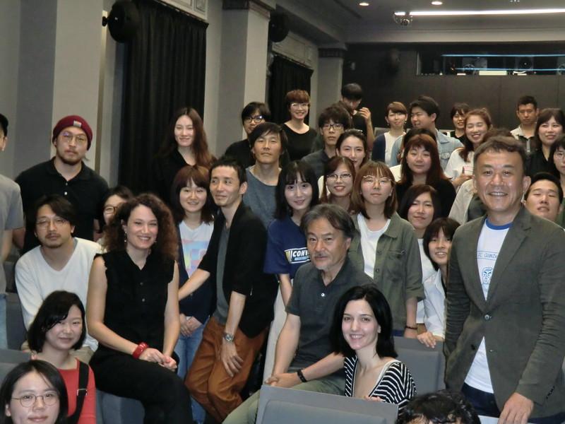 黒沢清監督、「これぞジャンル映画」と美女の血みどろ復讐劇「REVENGE」監督を絶賛