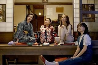 """""""自分を味わいつくす""""小泉今日子らを活写「食べる女」場面写真一挙公開!"""