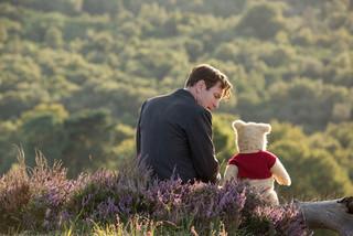 プーとクリストファーの温かい絆を 伝える新場面写真「プーと大人になった僕」