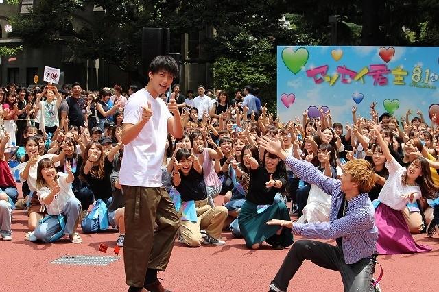 竹内涼真、佐藤大樹らのフラッシュモブに感激「25年生きてきたなかで一番嬉しい!」