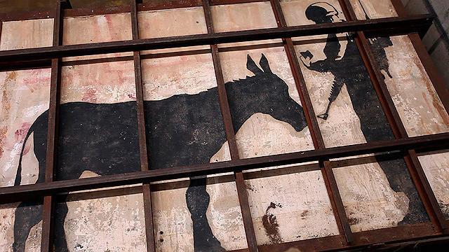 ベツレヘムの壁に描かれた「ロバと兵士」
