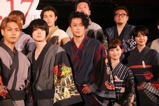 舞台挨拶を盛り上げた小栗旬、福田雄一監督ら「銀魂2 掟は破るためにこそある」
