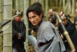 高良健吾、中島貞夫監督新作で極限の殺陣を披露! 共演は多部未華子&木村了