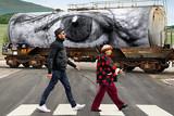 アニエス・バルダと写真家JRのドキュメンタリー「顔たち、ところどころ」予告