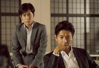 木村拓哉と二宮和也の初共演作がV「検察側の罪人」