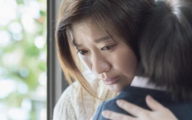わが子を抱きしめる薫子、究極の選択にどんな答えを出す?