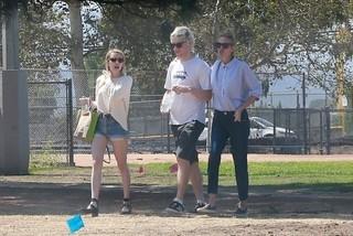 ジュリア・ロバーツ、姪のエマ・ロバーツ&エバン・ピーターズと休暇