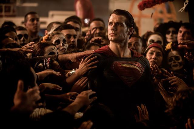 """""""スーパーマン""""ヘンリー・カビル、DCユニバースから離脱"""