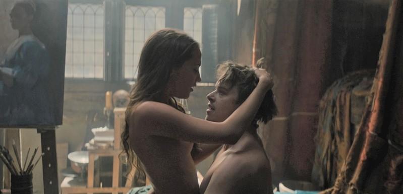 清楚なA・ビカンダーが挑んだ禁断の恋のエロス 「チューリップ・フィーバー」場面写真