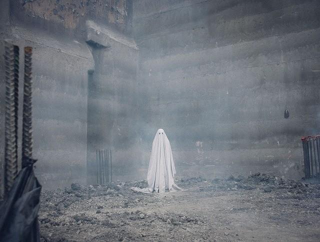 死後の世界を見守る切ない幽霊の物語