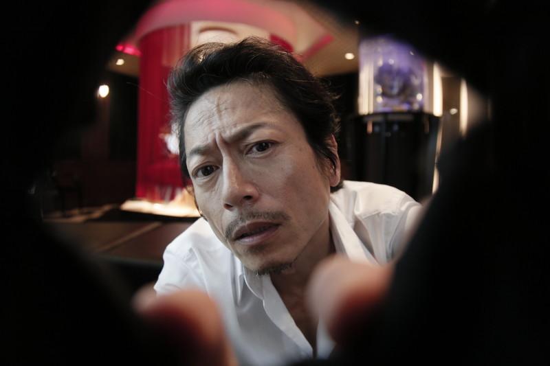 三上博史14年ぶりに映画主演!宅間孝行監督作でラブホテル舞台の密室群像劇