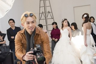 町田啓太が金髪&ヒゲ姿に! 色気あふれるカメラマン役で新「L・DK」に出演