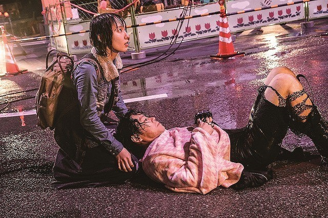 """阿部サダヲ「音量を上げろタコ!」ずぶ濡れシーンで死にかける!? 吉岡里帆は""""役者魂""""発揮"""