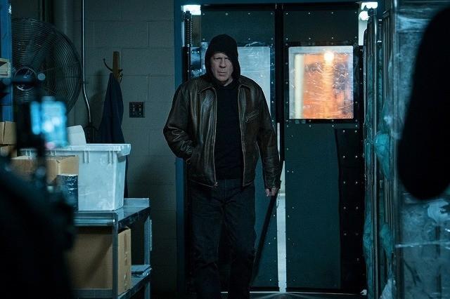 ブルース・ウィリス演じる主人公が 初めての処刑へ