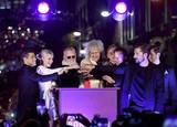 「ボヘミアン・ラプソディ」ロンドン点灯式にクイーンのメンバー登場!
