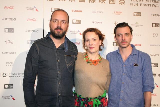 パールフィ・ジョルジ監督(左)、脚本の ルットカイ・ジョーフィア、俳優の ポルガール・チャバ