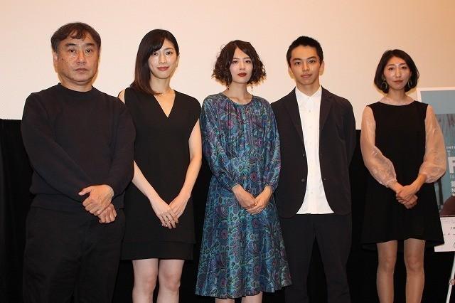 舞台挨拶に立った斎藤久志監督やキャスト陣