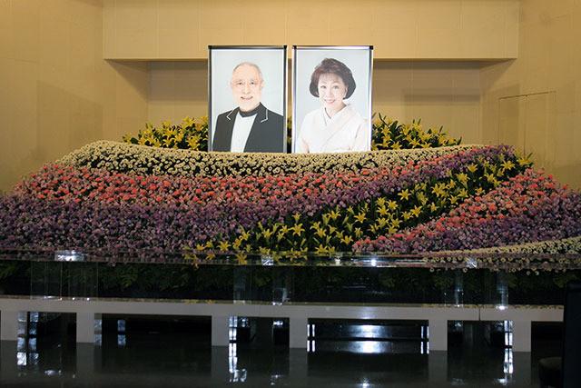 長女・真由子の願い、津川雅彦さんと朝丘雪路さんを大向うと拍手で人生の幕引き