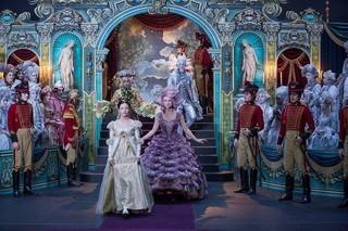 クララの冒険を壮大なスケールで描き出す「くるみ割り人形と秘密の王国」