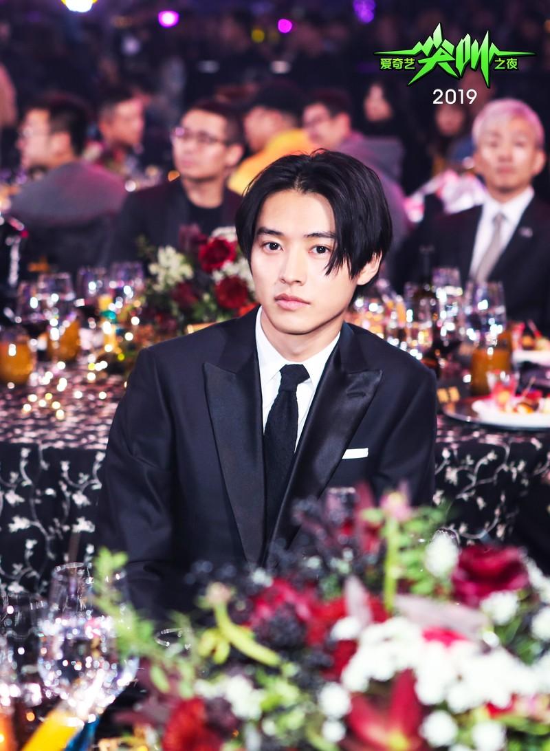 山崎賢人、アジアベスト俳優賞受賞! 日本人初の快挙に「もっともっと頑張ります」