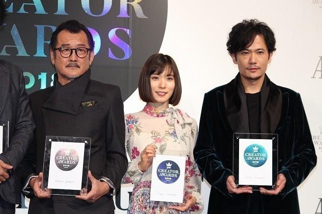 授賞式に登壇した(左から) 吉田鋼太郎、松岡茉優、稲垣吾郎