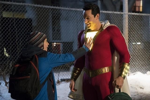 スーパーパワーを携帯の充電に 使ったりするヒーロー