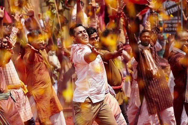 超ヒットのインド映画「バジュランギおじさん」、カリスマ性あふれるダンスシーン映像