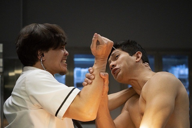 """病院で襲われたらこうしろ!イコ・ウワイス""""先生""""が教える実践映像"""