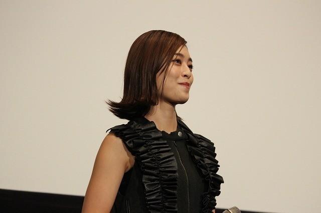 """""""仮面ライダークローズ""""赤楚衛二、女優陣に裸をいじられタジタジ!?"""