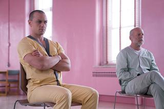 ブルース・ウィリスとジェームズ・マカボイが怪力対決!「ミスター・ガラス」本編映像公開