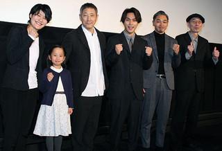 舞台挨拶に立った柳楽優弥、小林薫、 広瀬奈々子監督ら「夜明け」