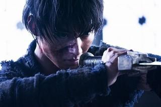 実写「キングダム」主題歌はワンオク! 山崎賢人が涙し、吉沢亮が血まみれの予告も披露