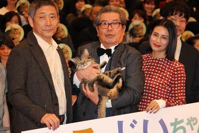 舞台挨拶に立った立川志の輔、 柴咲コウ、小林薫