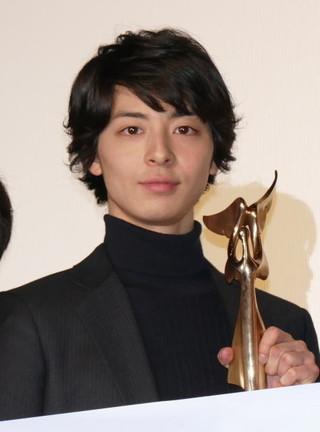 高杉真宙、主演作がモナコ国際映画祭で栄冠!トロフィーを手にし「重さで実感」