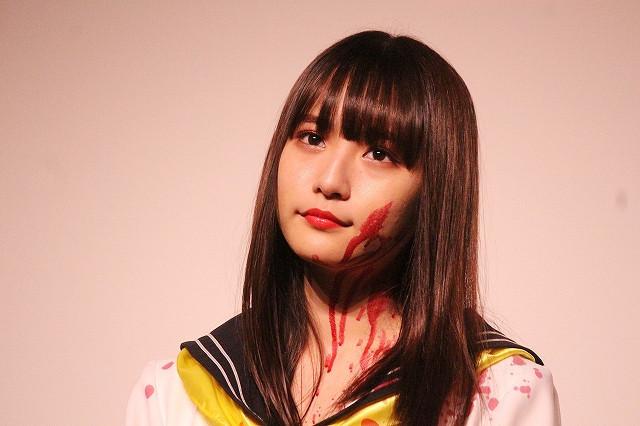 劇中衣装&血のりメイクで登場した浅川梨奈
