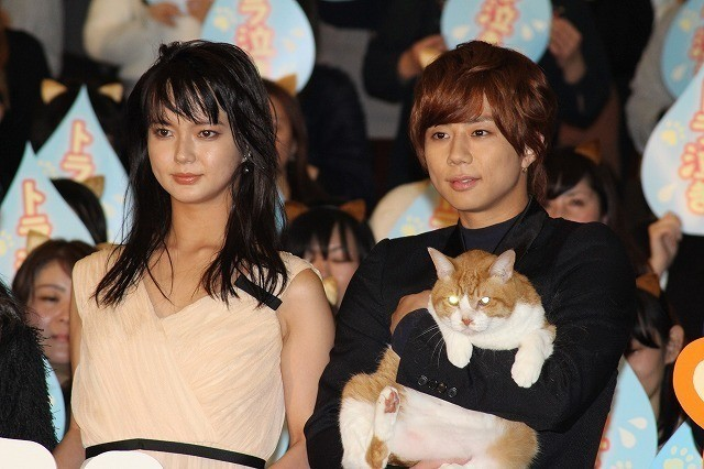 共演した猫を抱きしめる北山宏光