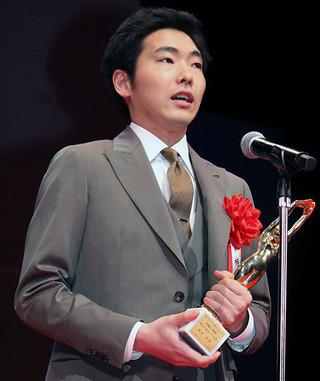 柄本佑、母・角替和枝さんに捧ぐ夫婦同時主演賞「絶対喜んでくれるはず」