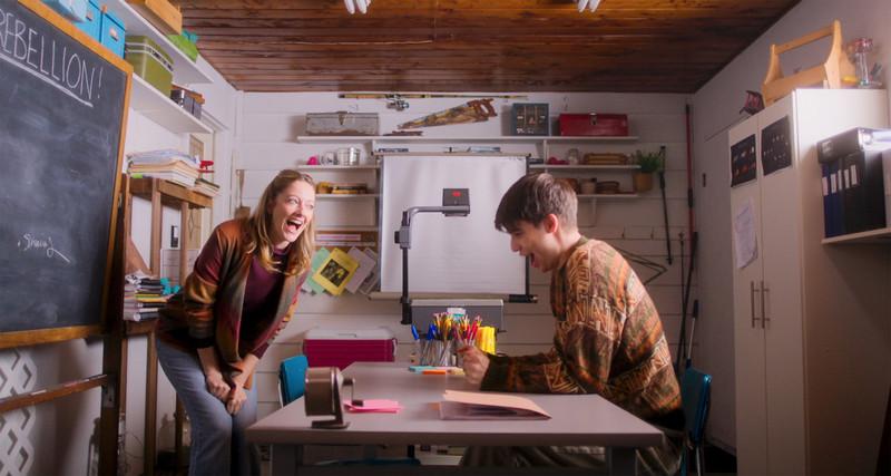 自宅教育で育った青年の初恋描く「リアム16歳、はじめての学校」予告編
