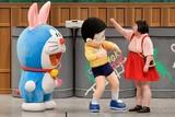 ドラえもん&のび太、グーでどつかれる 吉本新喜劇にサプライズ出演で笑いの洗礼