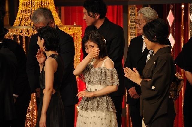大粒の涙を流した松岡茉優