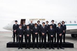 """片寄涼太ら""""王子様""""13人がプライベートジェットで関西へ!ファン1000人熱狂"""
