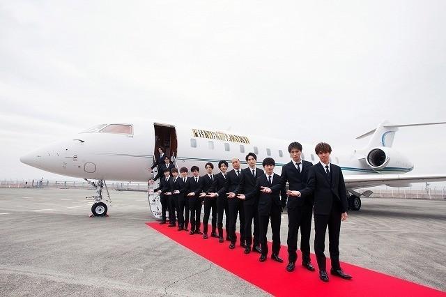 """片寄涼太ら""""王子様""""13人がプライベートジェットで関西へ!ファン1000人熱狂 - 画像4"""