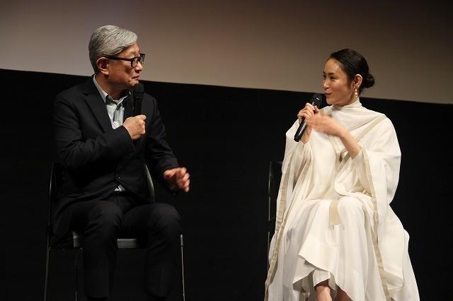 「堤幸彦監督の寵愛を受けている」と 語る山口紗弥加も登壇
