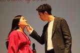 """「ガンバレルーヤ」よしこ 速水もこみち&大野拓朗と夢の""""あごクイ""""実演!"""