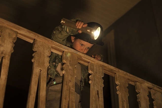 のぞいてはいけない鏡が解き放たれ…「マローボーン家の掟」緊迫の本編映像公開