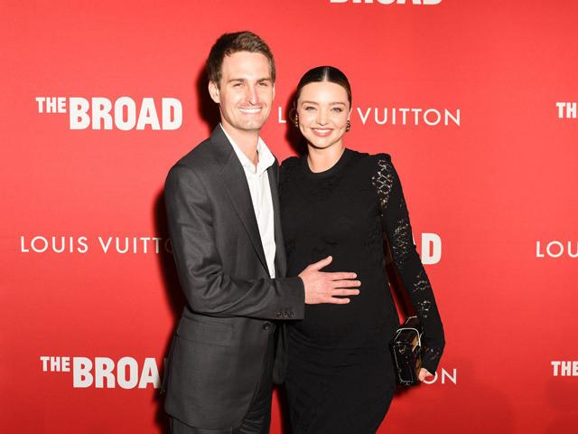 ミランダ・カーと夫のエバン・スピーゲル(2017年の妊娠時の写真)
