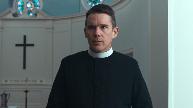 牧師を演じるイーサン・ホーク