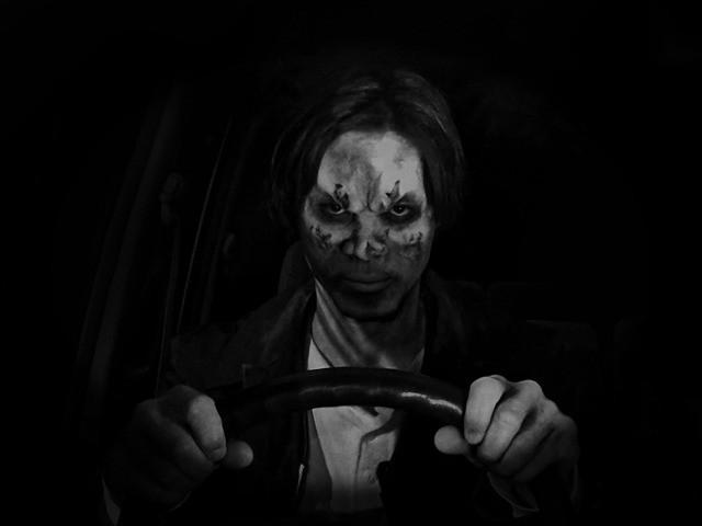 電話口から「ひとごろし」の声…悪夢と狂気を描く8ミリ白黒の異色作「阿吽」冒頭映像