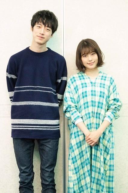 劇中衣装を身にまとった有村架純×坂口健太郎