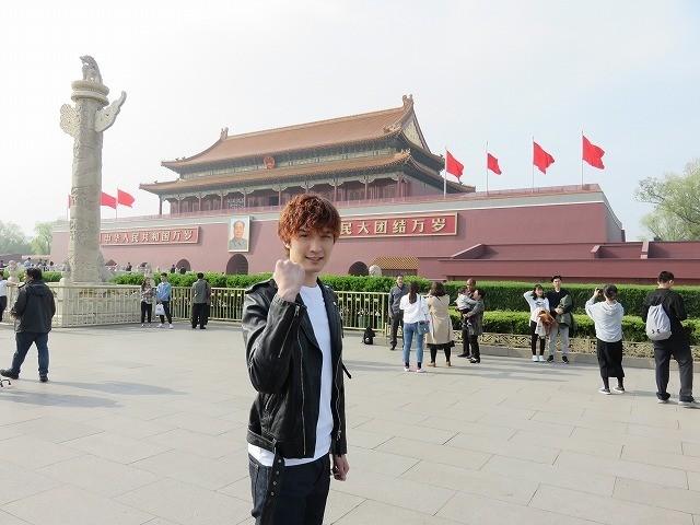 「少年たち」中国で熱烈歓迎! 「SixTONES」ジェシーが北京語でファンを魅了